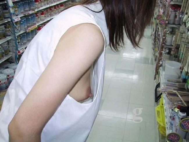 【おっぱい】胸元がガバガバの服を着ているのに無防備なお姉さんのエロ画像【30枚】 21