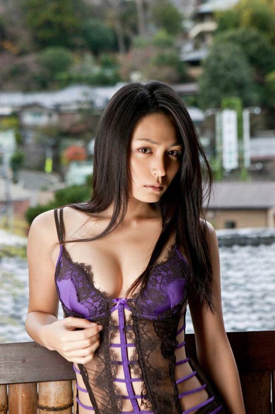 【おっぱい】女らしいロングヘアが美しいお姉さんのエロ画像【30枚】 14