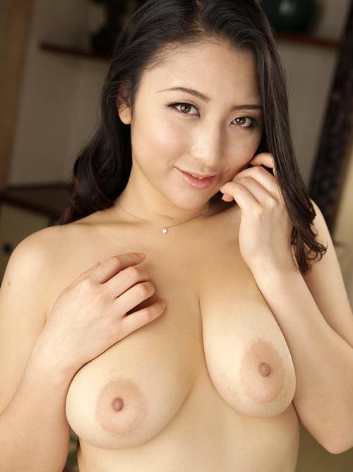 【おっぱい】ピンク色の乳輪が美しいお姉さんのエロ画像【30枚】 24