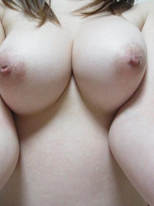 【おっぱい】ピンク色の乳輪が美しいお姉さんのエロ画像【30枚】 28
