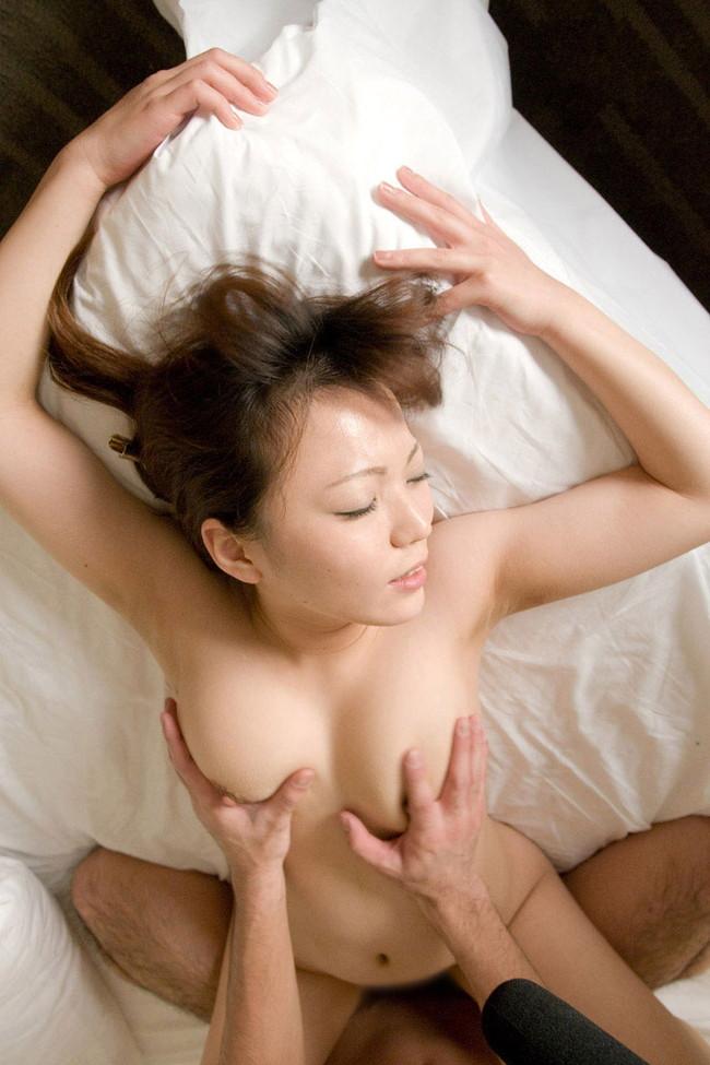 【おっぱい】正常位セックスを楽しんでいるお姉さんの画像【30枚】 07