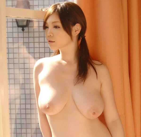 【おっぱい】とにかくおっぱいが大きいお姉さんのエロ画像【30枚】 22