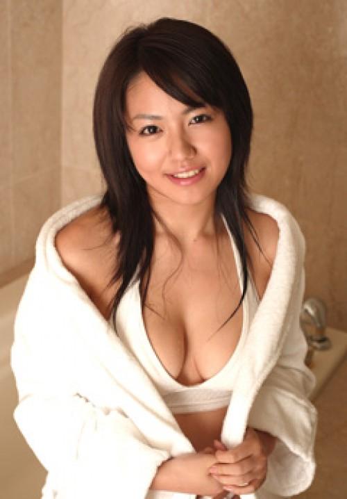 【おっぱい】バスローブからおっぱいがこぼれているお姉さんのエロ画像【30枚】 25